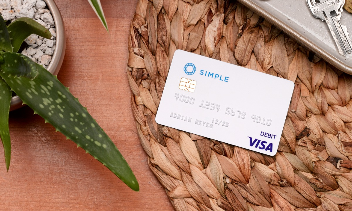 First digital bank Simple to shutter
