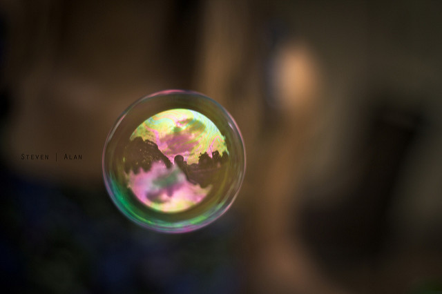 How does Moody's respond to questions about whether online lending is a bubble?