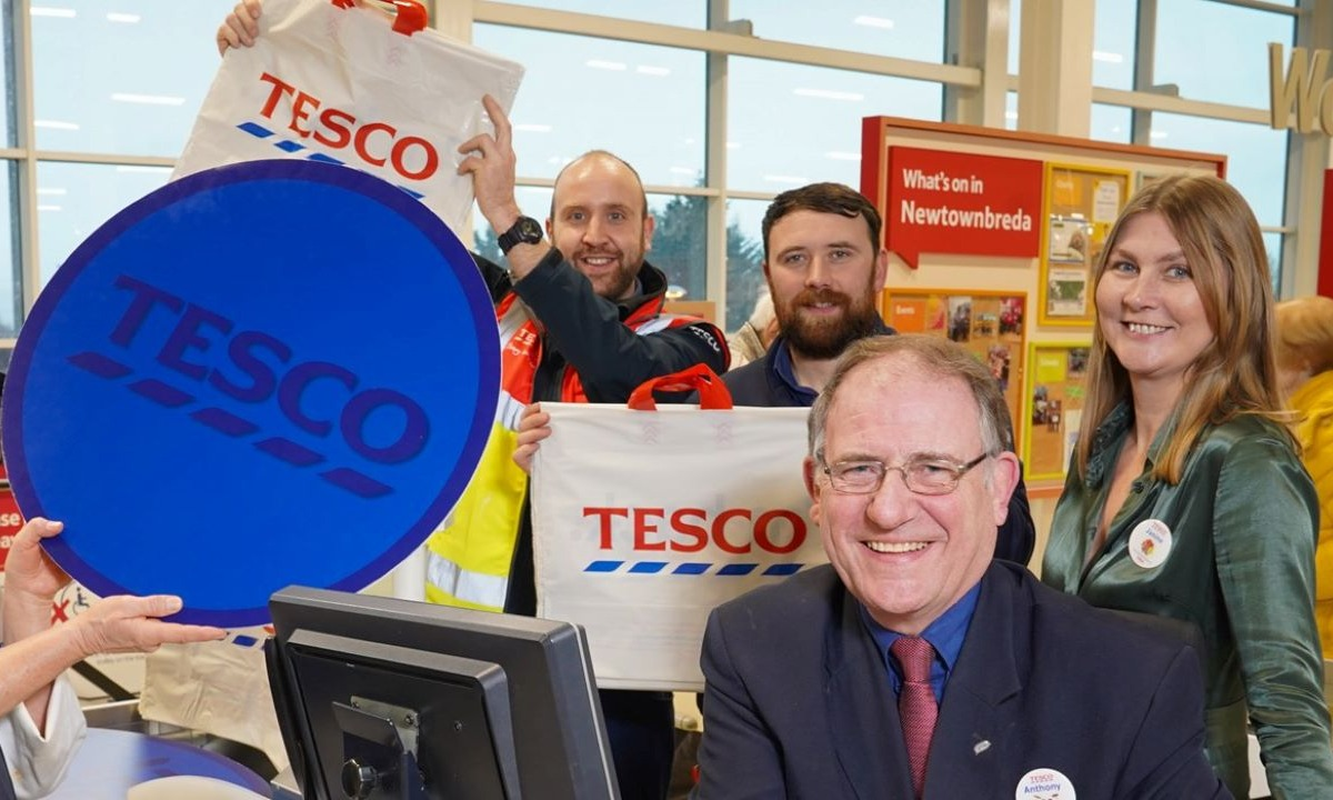 Tesco champions cashless revolution by opening second cash-free store